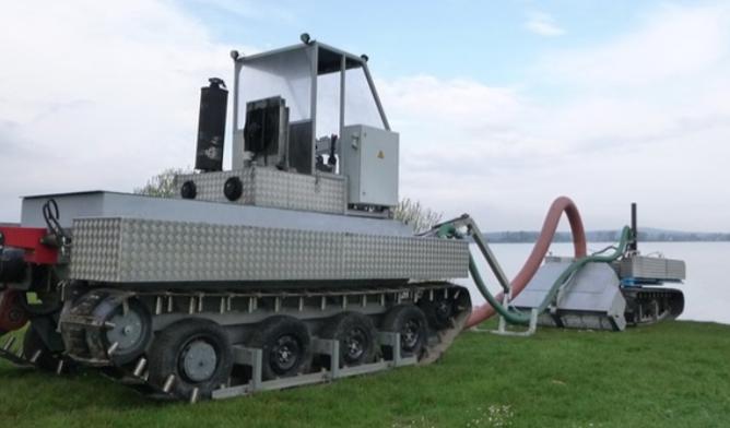 Entschlammung am Altmühlsee: Schlammfräse und See-Kehrmaschine im Test | BR.de